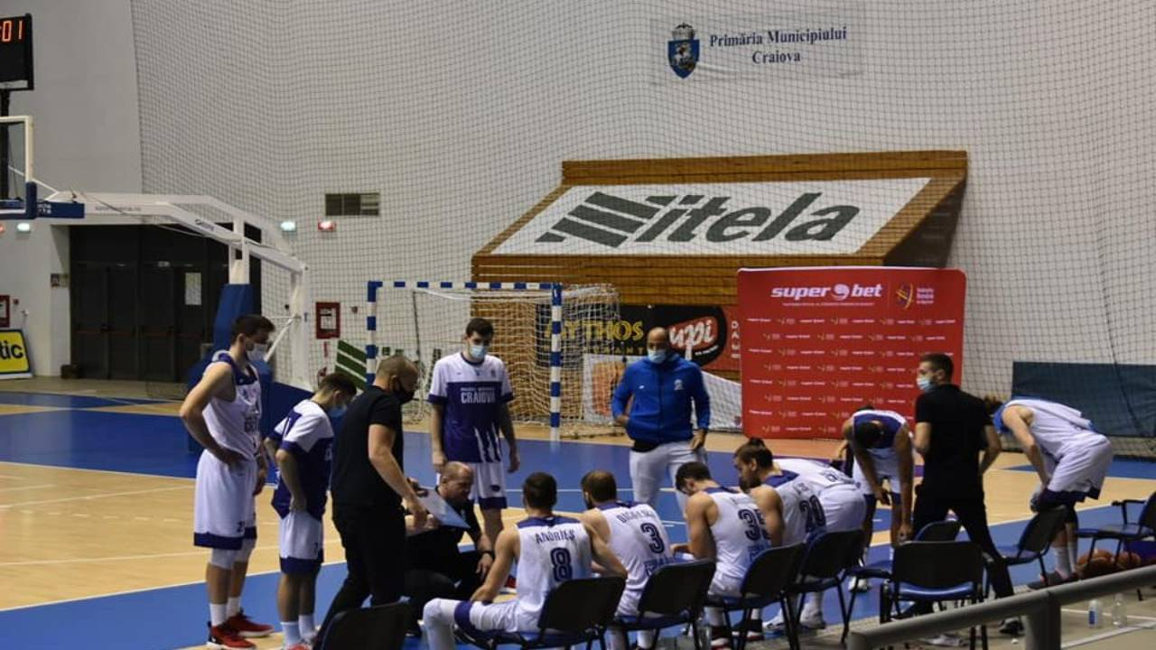 Cinci meciuri de baschet in Sala Polivalenta la inceput de an